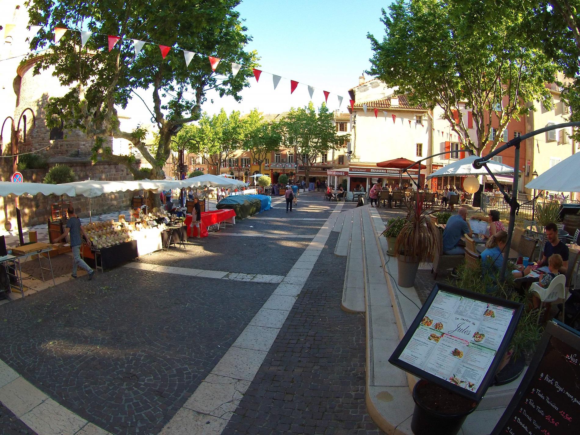 centre_ville_frejus_bravade